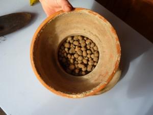 Argilla espansa sul fondo del vaso
